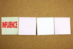 Εννοιολογική έμπνευση τίτλων κειμένων γραψίματος χεριών που παρουσιάζει την επιχειρησιακή έννοια επιρροής για την επιχειρησιακή α Στοκ Φωτογραφίες