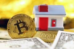 Εννοιολογική εικόνα για τους επενδυτές στις νέες εικονικές πιστώσεις cryptocurrency, τη χρυσά, ακίνητα περιουσία και δολάρια Στοκ Φωτογραφίες