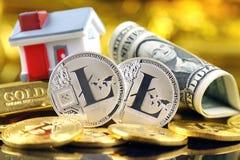 Εννοιολογική εικόνα για τους επενδυτές στις νέες εικονικές πιστώσεις cryptocurrency, τη χρυσά, ακίνητα περιουσία και δολάρια Στοκ εικόνες με δικαίωμα ελεύθερης χρήσης