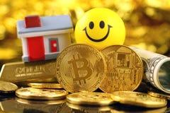 Εννοιολογική εικόνα για τους επενδυτές στις νέες εικονικές πιστώσεις cryptocurrency, τη χρυσά, ακίνητα περιουσία και δολάρια Στοκ εικόνα με δικαίωμα ελεύθερης χρήσης