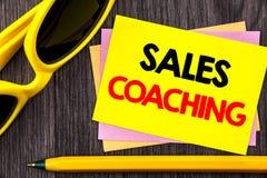 Εννοιολογικό κείμενο χεριών που παρουσιάζει προγύμναση πωλήσεων Mentoring επιτεύγματος επιχειρησιακού στόχου επίδειξης επιχειρησι Στοκ εικόνες με δικαίωμα ελεύθερης χρήσης