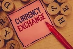 Εννοιολογικό χέρι που γράφει παρουσιάζοντας ανταλλαγή νομίσματος Διαδικασία κειμένων επιχειρησιακών φωτογραφιών ένα νόμισμα σε άλ στοκ εικόνα με δικαίωμα ελεύθερης χρήσης