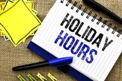 Εννοιολογικό χέρι που γράφει παρουσιάζοντας διακοπές ώρες Έξτρα χρόνος Openi πωλήσεων χρονικών εποχιακός μεσάνυχτων εορτασμού επί Στοκ Φωτογραφίες