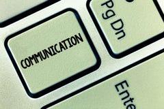Εννοιολογικό χέρι που γράφει παρουσιάζοντας επικοινωνία Μετάδοση επίδειξης επιχειρησιακών φωτογραφιών ή ανταλλαγή των πληροφοριών στοκ φωτογραφία με δικαίωμα ελεύθερης χρήσης
