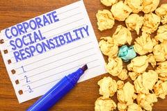 Εννοιολογικό χέρι που γράφει παρουσιάζοντας εταιρική κοινωνική ευθύνη Εσωτερικές εταιρικές πολιτική και ηθική κειμένων επιχειρησι στοκ εικόνες
