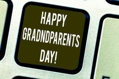 Εννοιολογικό χέρι που γράφει παρουσιάζοντας ευτυχή ημέρα παππούδων και γιαγιάδων Εθνική εορτή κειμένων επιχειρησιακών φωτογραφιών στοκ φωτογραφία