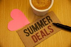 Εννοιολογικό χέρι που γράφει παρουσιάζοντας θερινές διαπραγματεύσεις Ειδικές προσφορές πωλήσεων κειμένων επιχειρησιακών φωτογραφι Στοκ Εικόνα