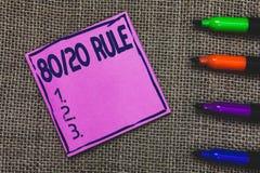 Εννοιολογικό χέρι που γράφει παρουσιάζοντας κανόνα 80 20 Η επιχειρησιακή φωτογραφία που επιδεικνύει την αρχή του Παρέτου αποτελέσ στοκ φωτογραφίες