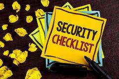 Εννοιολογικό χέρι που γράφει παρουσιάζοντας κατάλογο επίδειξης επιχειρησιακών φωτογραφιών πινάκων ελέγχου ασφάλειας με τα εξουσιο Στοκ Φωτογραφίες