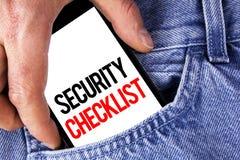 Εννοιολογικό χέρι που γράφει παρουσιάζοντας κατάλογο επίδειξης επιχειρησιακών φωτογραφιών πινάκων ελέγχου ασφάλειας με τα εξουσιο Στοκ Εικόνα