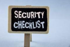 Εννοιολογικό χέρι που γράφει παρουσιάζοντας κατάλογο επίδειξης επιχειρησιακών φωτογραφιών πινάκων ελέγχου ασφάλειας με τα εξουσιο Στοκ Φωτογραφία