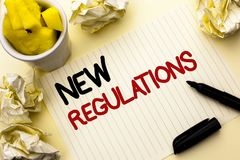 Εννοιολογικό χέρι που γράφει παρουσιάζοντας νέους κανονισμούς Αλλαγή επίδειξης επιχειρησιακών φωτογραφιών των εταιρικών προδιαγρα Στοκ Εικόνες