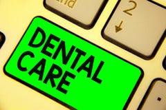 Εννοιολογικό χέρι που γράφει παρουσιάζοντας οδοντική προσοχή Συντήρηση επίδειξης επιχειρησιακών φωτογραφιών των υγιών δοντιών ή γ στοκ φωτογραφίες
