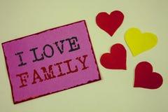 Εννοιολογικό χέρι που γράφει παρουσιάζοντας οικογένεια αγάπης Ι Καλή προσοχή αγάπης συναισθημάτων κειμένων επιχειρησιακών φωτογρα Στοκ φωτογραφία με δικαίωμα ελεύθερης χρήσης