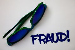 Εννοιολογικό χέρι που γράφει παρουσιάζοντας στην απάτη κινητήρια κλήση Εγκληματική εξαπάτηση κειμένων επιχειρησιακών φωτογραφιών  Στοκ φωτογραφία με δικαίωμα ελεύθερης χρήσης