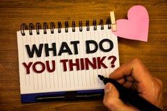 Εννοιολογικό χέρι που γράφει παρουσιάζοντας τι εσείς σκέφτεται την ερώτηση Βόμβος πεποίθησης κρίσης σχολίου συναισθημάτων Γνώμης  στοκ φωτογραφία
