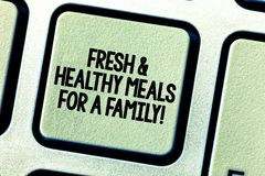 Εννοιολογικό χέρι που γράφει παρουσιάζοντας φρέσκα και υγιή γεύματα για μια οικογένεια Επιχειρησιακή φωτογραφία που επιδεικνύει τ στοκ φωτογραφία με δικαίωμα ελεύθερης χρήσης