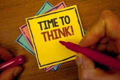 Εννοιολογικό χέρι που γράφει παρουσιάζοντας χρόνο να θεωρηθεί η κινητήρια κλήση Ιδέες προγραμματισμού σκέψης κειμένων επιχειρησια Στοκ φωτογραφία με δικαίωμα ελεύθερης χρήσης