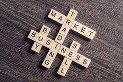 Εννοιολογικές επιχειρησιακές λέξεις κλειδιά στον πίνακα με τα στοιχεία του maki παιχνιδιών Στοκ φωτογραφίες με δικαίωμα ελεύθερης χρήσης