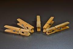 Εννοιολογική απεικόνιση της ηγεσίας με τα clothespins στοκ εικόνα
