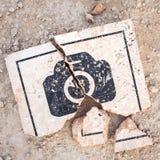 Εννοιολογική φωτογραφία του σπασμένου σημαδιού φωτογραφιών Που δεν επιτρέπεται φωτογραφία Στοκ Εικόνες