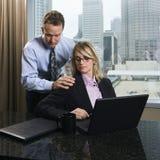 Ενοχλητική επιχειρηματίας επιχειρηματιών Στοκ Εικόνες