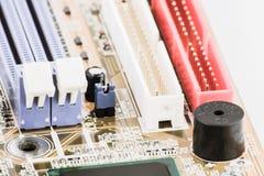Ενσωματωμένος μικροεπεξεργαστής μικροτσίπ ημιαγωγών στον πίνακα κυκλωμάτων αντιπροσωπευτικό της βιομηχανίας υψηλής τεχνολογίας κα Στοκ Φωτογραφίες