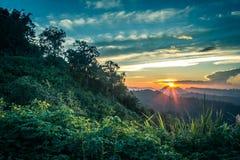 Εντυπωσιακό τοπίο κατά τη διάρκεια του ηλιοβασιλέματος από την άποψη Kiew Lom, περιοχές Mapa πόνων, γιος της Mae Hong, βόρεια Ταϊ στοκ φωτογραφία