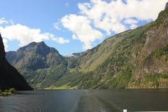 Εντυπωσιακό φιορδ Nærøyfjord στη Νορβηγία Σκανδιναβία στοκ εικόνες