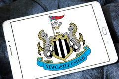 Ενωμένο το Νιουκάσλ λογότυπο λεσχών ποδοσφαίρου στοκ φωτογραφία
