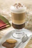 ενωμένο φλυτζάνι cappuccino στοκ φωτογραφία με δικαίωμα ελεύθερης χρήσης