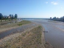 Ενώστε του ποταμού και της θάλασσας βουνών στοκ φωτογραφίες με δικαίωμα ελεύθερης χρήσης