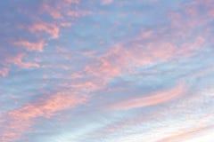 Ενώ ο ουρανός βραδιού, ηλιοβασίλεμα, όμορφο, πολύ διαφορετικό από το κάθε μέρα πάντα βρίσκει Στοκ Φωτογραφία