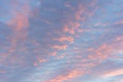 Ενώ ο ουρανός βραδιού, ηλιοβασίλεμα, όμορφο, πολύ διαφορετικό από το κάθε μέρα πάντα βρίσκει Στοκ Εικόνες