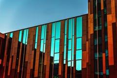 Ενδιαφέροντα οικοδόμηση και χρώματα στοκ φωτογραφία με δικαίωμα ελεύθερης χρήσης