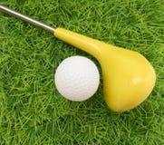 Ενδιαφέρον υπόβαθρο στα παιδιά και το παιχνίδι του γκολφ Στοκ Φωτογραφία