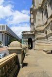 Ενδιαφέρουσα αρχιτεκτονική των παλαιών και νέων κτηρίων κατά μήκος του κέντρου Συνθηκών κρατικού Plaza αυτοκρατοριών, Άλμπανυ, Νέ Στοκ Εικόνες