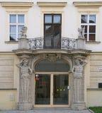 Ενδιαφέρουσα πρόσοψη να ενσωματώσει το ιστορικό κέντρο στοκ εικόνες