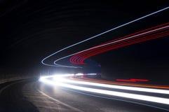 Ενδιαφέρουσες και αφηρημένες μπλε, κόκκινες και άσπρες ακτίνες του φωτός Στοκ εικόνες με δικαίωμα ελεύθερης χρήσης