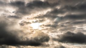 Εν μέρει νεφελώδεις ουρανοί στην ανατολή, χρόνος-σφάλμα φιλμ μικρού μήκους