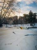 Εν μέρει παγωμένος Keila-Joa καταρράκτης από το χειμερινό ηλιοβασίλεμα, Εσθονία Στοκ Εικόνες
