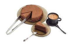 Εν μέρει τεμαχισμένοι κέικ και καφές σοκολάτας με το γάλα Στοκ Εικόνες