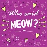 Εν λόγω cWho meow; Χρωματισμένο σχεδιάγραμμα με τη φράση διασκέδασης, τις μορφές καρδιών και cat& x27 ίχνος του s Στοκ Εικόνα