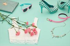 Ενδύματα κοριτσιών μόδας σχεδίου άνοιξη καθορισμένα κρητιδογραφία Στοκ εικόνα με δικαίωμα ελεύθερης χρήσης