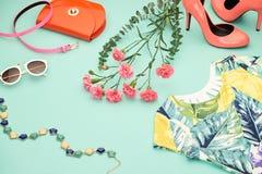 Ενδύματα κοριτσιών μόδας σχεδίου άνοιξη καθορισμένα κρητιδογραφία Στοκ Εικόνα