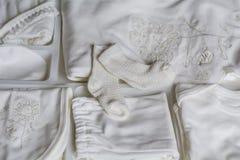 ενδύματα μωρών που τίθενται στοκ φωτογραφία με δικαίωμα ελεύθερης χρήσης