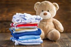 Ενδύματα μωρών Στοκ φωτογραφίες με δικαίωμα ελεύθερης χρήσης