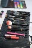 εξάρτηση εργαλείων για να ισχύσει makeup στοκ εικόνα με δικαίωμα ελεύθερης χρήσης