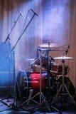 Εξάρτηση τυμπάνων στη σκηνή στο χρώμα επικέντρων Στοκ φωτογραφία με δικαίωμα ελεύθερης χρήσης