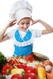Εξέπληξε λίγο μάγειρα που ρίχνει ένα πιάτο με τη σαλάτα Στοκ Εικόνες